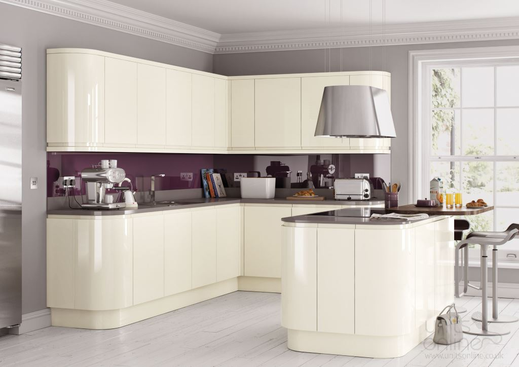 Lucente gloss cream handleless kitchen
