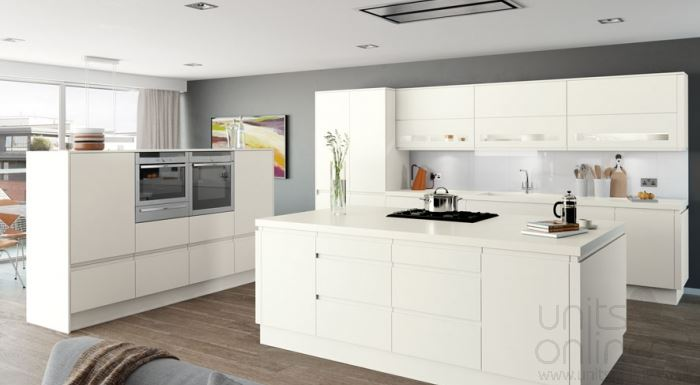 Moda matt white handleless kitchen
