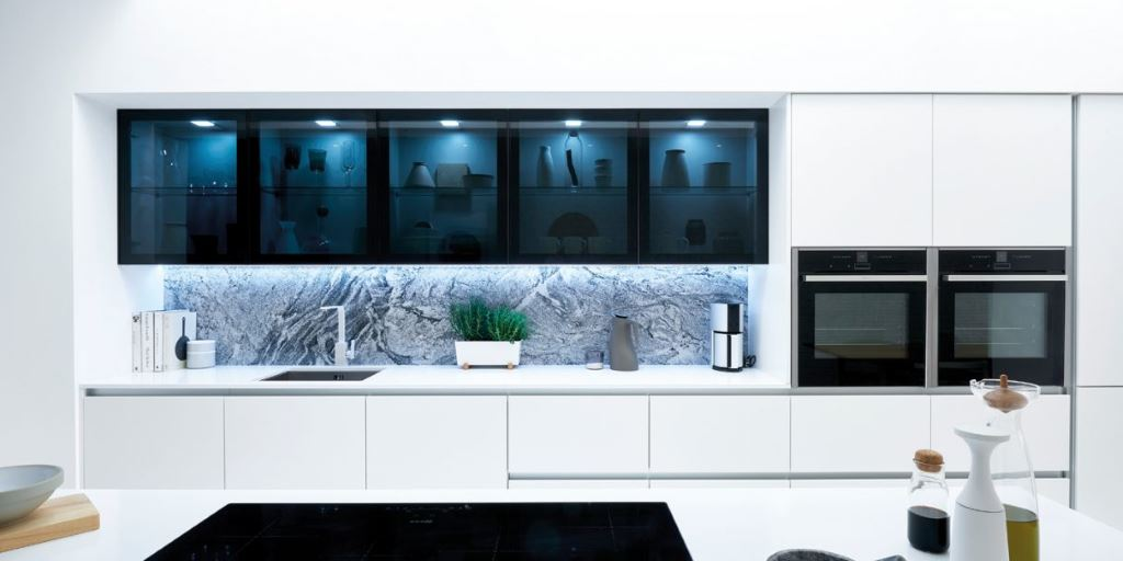 Feature slab kitchen black glass